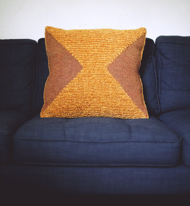 double gauge textured pillow
